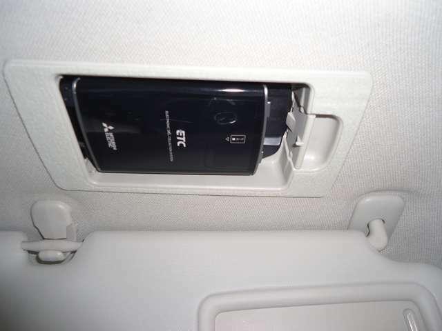 スマートETC,天井サンバイザーの裏に格納されて目立ちません。