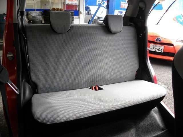 リヤシートも快適 足元 膝まわりも余裕があります