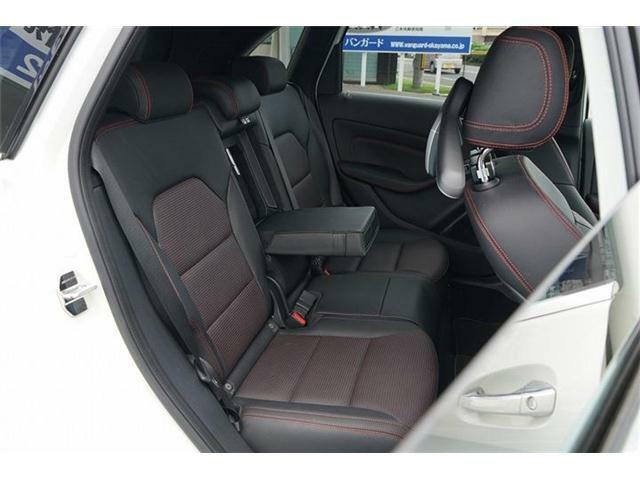 後席はシートスライド可能で足元も広々と確保できゆったりと乗車できます☆シートコンデションも良好です☆