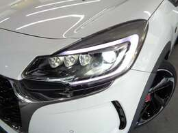 キセノンライトとLEDランプの組み合わせによりダイヤモンドのような光を放つヘッドランプ「DS LEDビジョン」が標準装備!