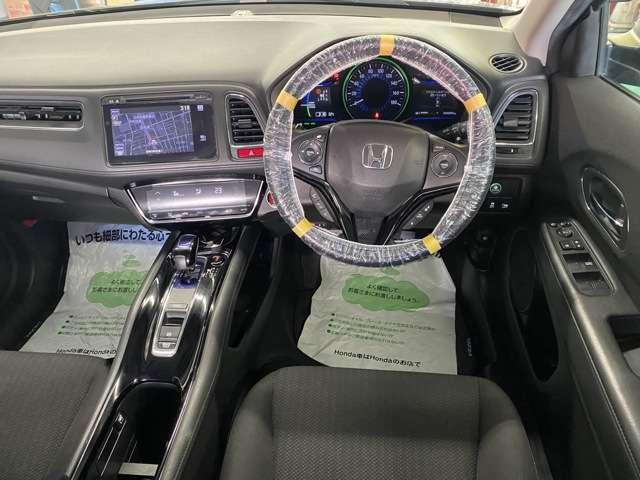 ●本革巻ステアリングホイール●運転席用i-SRSエアバッグシステム〈連続容量変化タイプ〉&助手席用SRSエアバッグシステム●リアクティブフォースペダル