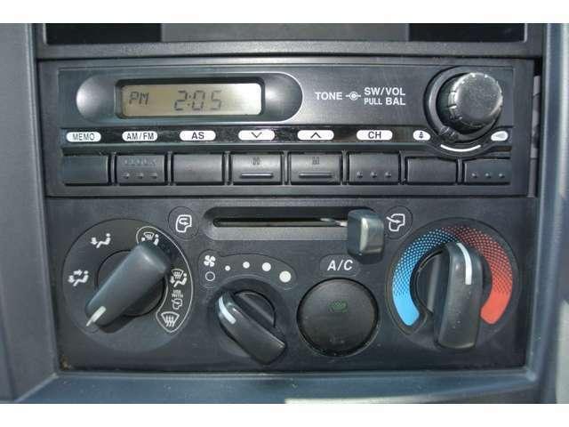 AMFMラジオ付き!もちろんエアコン付きで快適な運転を!説明書&メンテナンスノート完備で安心です!