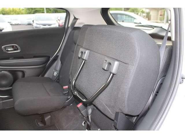 後席の座面をはねあげると、後席のあったスペースがそのまま荷室空間に。背の高い荷物も、横にせずそのまま積み込めます。
