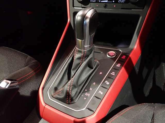 マニュアルモード付6速DSGはまるでレーシングドライバーのような電光石火のシフトチェンジがかのうです