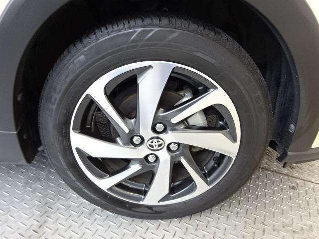 純正16インチアルミ!タイヤサイズは185/60R16です!