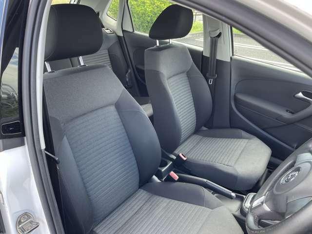 運転席、助手席共に広々しておりヘタリや汚れも見受けられず綺麗な状態です。