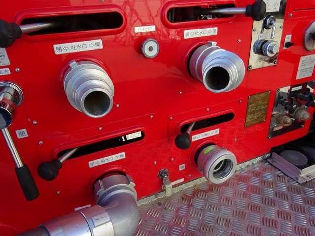 ▲車両上部ブースターホース:ホース本体に劣化 ▲付属ホースカー:タイヤに劣化有り ▲サイレン類・制御アンプ・赤色灯は取外しの為、作動不良