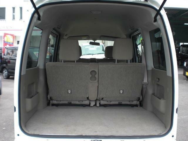 リアシート使用時でもシートをスライドさせる事で必要なだけの荷室の広さを確保できます!また左右別々に格納する事も可能です!