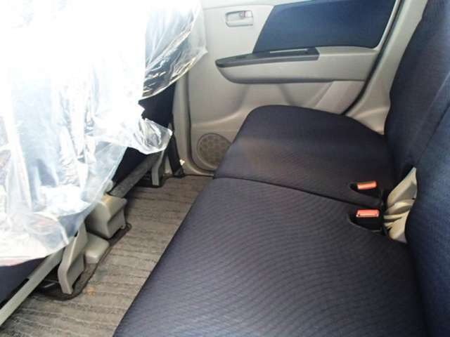 足元も広々♪後部座席もゆったり座れます。5速マニュアル キーレス CD 盗難防止装置