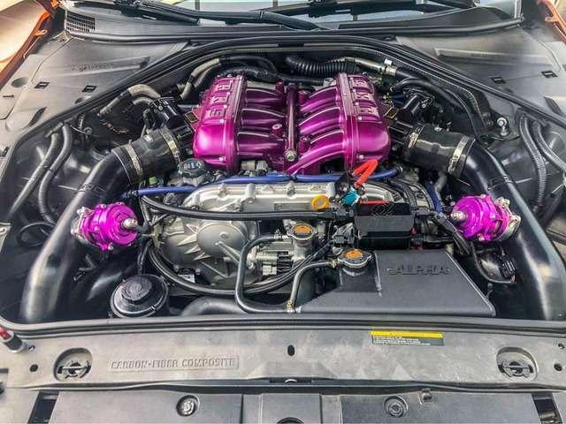 HKSインテークマニホールド、RH9チタンエキゾーストパイプetc・・・改造費だけで車両価格ほどコストのかかっているエンジンルーム