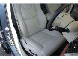 マッサージ機能も備わる運転席。シートヒーターはもちろんシートクーラーも備えて快適です