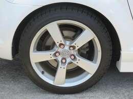 ☆純正の18インチアルミホイールが装備されています。タイヤの溝もたっぷり!