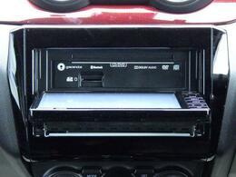 CD/DVD再生や Bluetoothオーディオなど 多彩なメディアに対応した メモリーナビを装備しています。