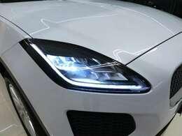 フロントフェイスを際立たせるLEDヘッドライト。明るく照らすのはもちろんのこと、耐久性にも優れており、最新のシステムを搭載しております。