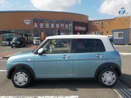 様々なメーカーを比べられる、未使用車専門店です。