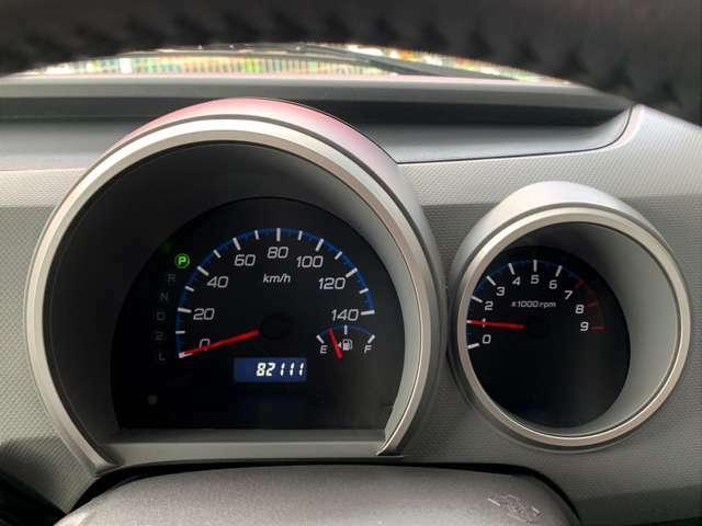 シンプルなスピードメーターですので、運転中でもすぐに確認することができます。