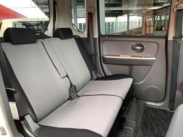 座席には目立つ汚れや傷は少なく綺麗な状態を保たれています。当社ではクリーニングも行っていますので、安心してお乗りいただけます。
