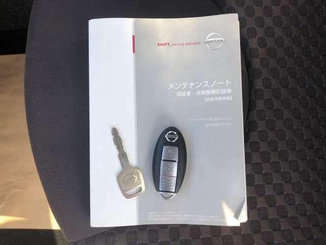 メンテナンスノート。インテリジェントキー バッグなどにキーが入っていれば、指一本でドアのロック/アンロックができます