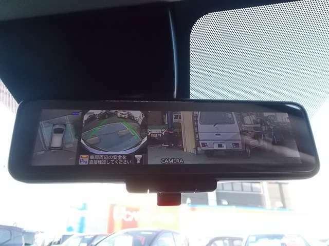 スマートルームミラーは人やヘッドレストなどでさえぎられがちなルームミラーの後方視界をカメラで映しクリアに保ちます。アラウンドビューモニターもここから見る事ができます。