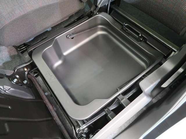 ☆シートアンダーボックス☆助手席シート下には収納スペースが♪