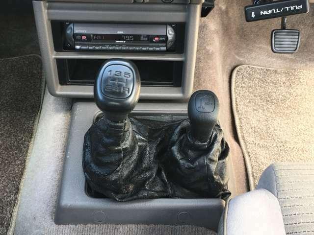 トランスファーコントロールレバーでオフロードも安心です☆
