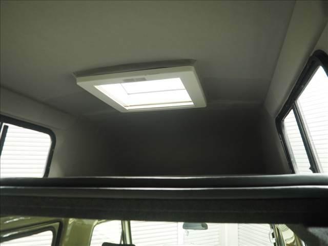 天井はベットとして使用可能です!!天窓も付いています♪
