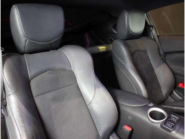 運転席は座り心地のいい純正シートをキープ!普段乗りもラクラク!