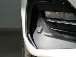 ●パークディスタンスコントロール『バンパーに埋め込まれたセンサーにより障害物を検知、警告音とナビゲーション内の表示でドライバーへ注意を促すセーフティ機能です。』