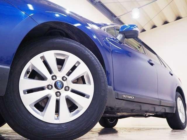 ホイルは17インチアルミホイルになります。タイヤは夏冬セットでお付けしますので、余計な出費もかさまず安心です。タイヤサイズ225-65-17。