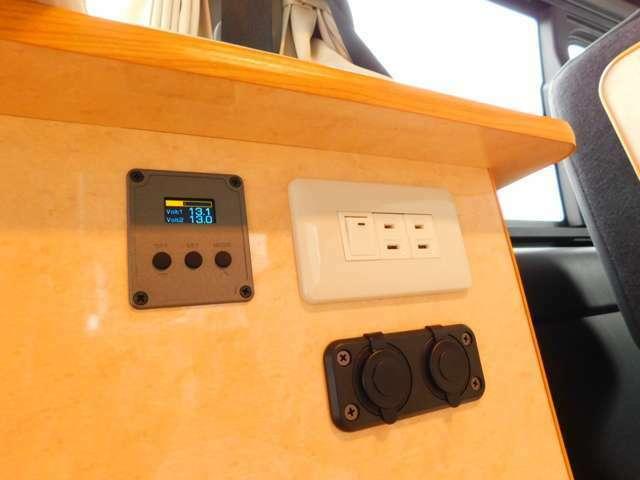 電圧計 12Vソケット USBソケット 100Vコンセント インバータースイッチ 外部電源供給時以外でも400Wまでコンセント使用が可能です。