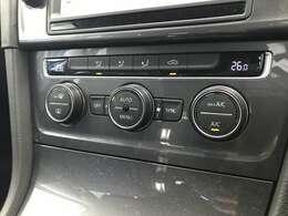2ゾーンエアコン。運転席、助手席の温度設定を別々に行えます。