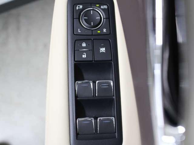 運転席ドアスイッチ回りの画像です。