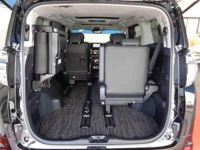 シチュエーションに合わせたシートアレンジが可能!!ご家族やお友達との旅行、ドライブに最適な空間が作れます♪♪
