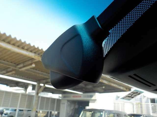 【フロント用ドライブレコーダー】駐車時も安心。2つの駐車時録画モードを搭載した高画質ナビ連動モデル。
