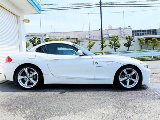 ★Z4らしいロングノーズの伸びやかなデザインは人気の理由の1つではないでしょうか!こういったモデルでもボディの比重は50:50にしているのは、BMWというブランドを感じられるポイントでもありますね!★