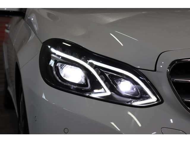 夜間の視認性に優れ、広範囲を照射可能なLEDヘッドライトを搭載!自動で照射角を調整するインテリジェントライトシステムも備わっております♪