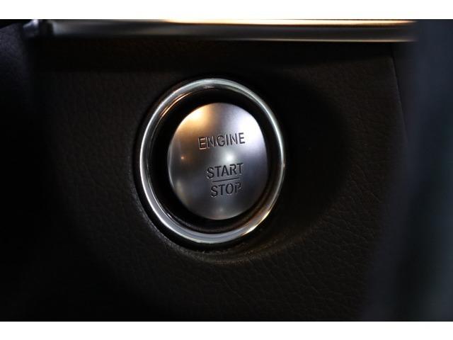 ワンタッチでエンジン始動が可能なキーレスゴーを搭載!ドアハンドルに触れるだけでドアの施錠&開錠も行えるスマートエントリー機能も御座いますので、鍵を身に着けたままスマートな発進&搭乗をサポート致します♪