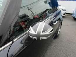 アストロブラックメタリックのボディの良いアクセントになっているユニオンジャックミラーカバー!