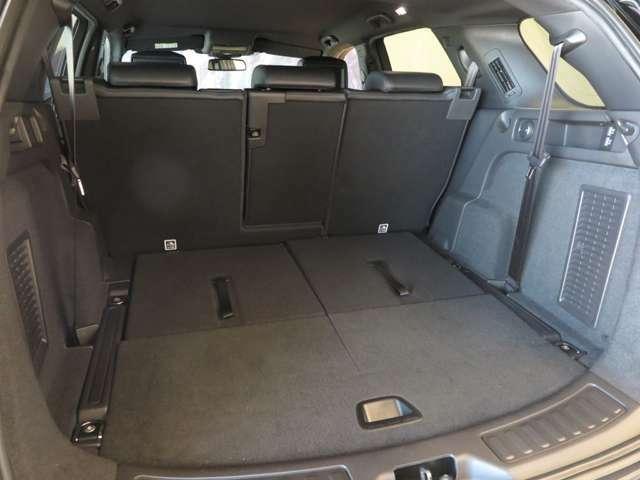 ラゲッジスペースもご覧の容量です。セカンドシートを倒せばフラットになり、更に大きい荷物を収容できます。アウトドアにも活躍する1台です。