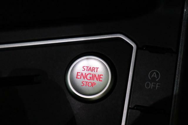 ワンプッシュでエンジンスタート。キーを取出す必要がありません、エンジンスタートストップ。