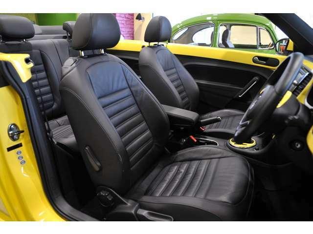 スポーツシートのように、ホールド性が高く、運転をしっかりサポートしてくれます。