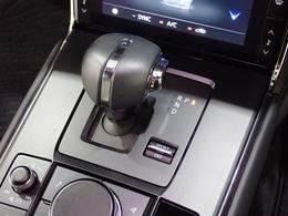 オートマのシフトは電子信号式のシフトとなっています。使い方は変わらず、安全制御モードがあるのでドアを開けた際なども安心です。