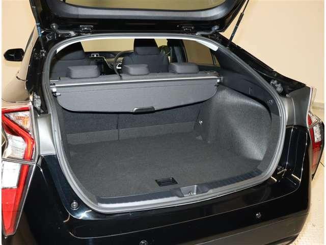 広い荷室で荷物もタップリ積み込めますよ!使い方はお任せします!
