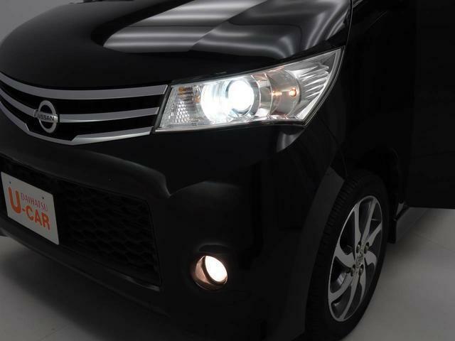 HIDライト 白く明るい光で、夜間の運転も視界良好。