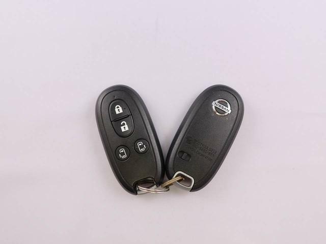 電子カードキー:キーのボタンでドアの施錠開錠・スライドドアの開閉が出来ます。