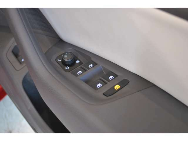 当社では輸入車・国産車・軽自動車・年式も状態も問わずどのようなお車でも下取りさせて頂きます。まずはお問い合わせ下さい!年式・走行距離・グレードだけでおおよその査定金額を出させて頂きます。