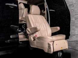 こちらの車両は福祉車両となっております!サイドリフトアップシート装着!車いすからの乗り降りも少ない負担で可能です!