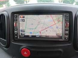 【Bluetooth】ワイヤレスでカーナビとお手持ちのスマホを繋ぐことが出来ます。お好みの音楽をご自宅で携帯に入れてお車で再生したり、音楽アプリなども再生することが出来ます。また、ハンズフリー通話も可能です!