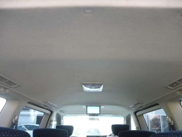 純正リアエンターテイメント!室内天井はシミや汚れがなくきれいな状態です!