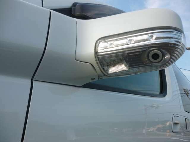 ウィンカー・サイドブライドカメラ付きドアミラー対向車からの視認性アップで安全性も高まります!!